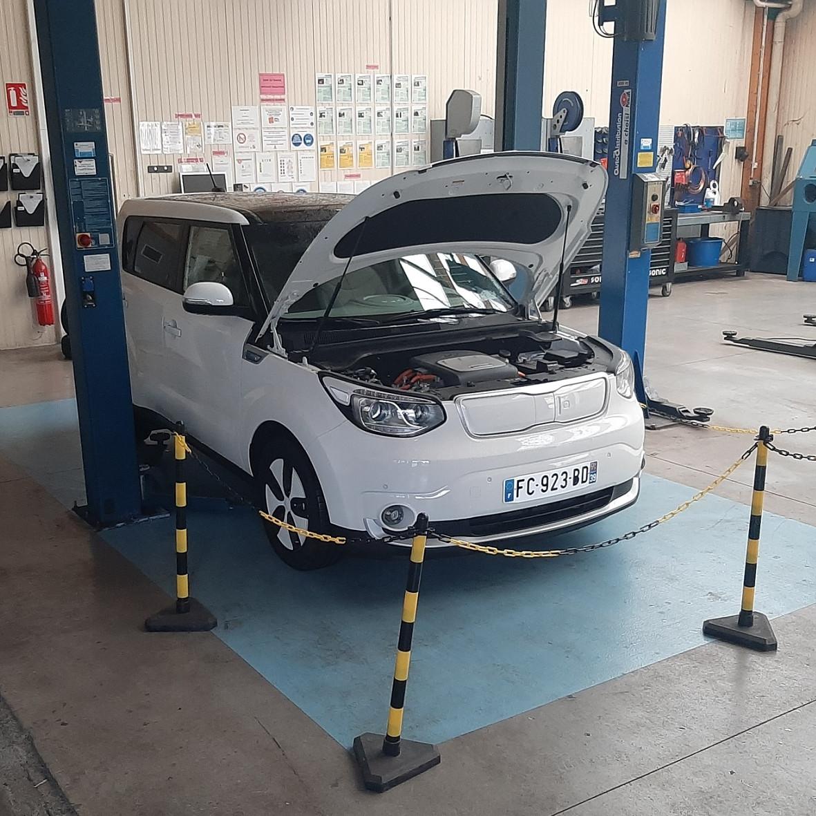 Atelier entretien voiture électrique