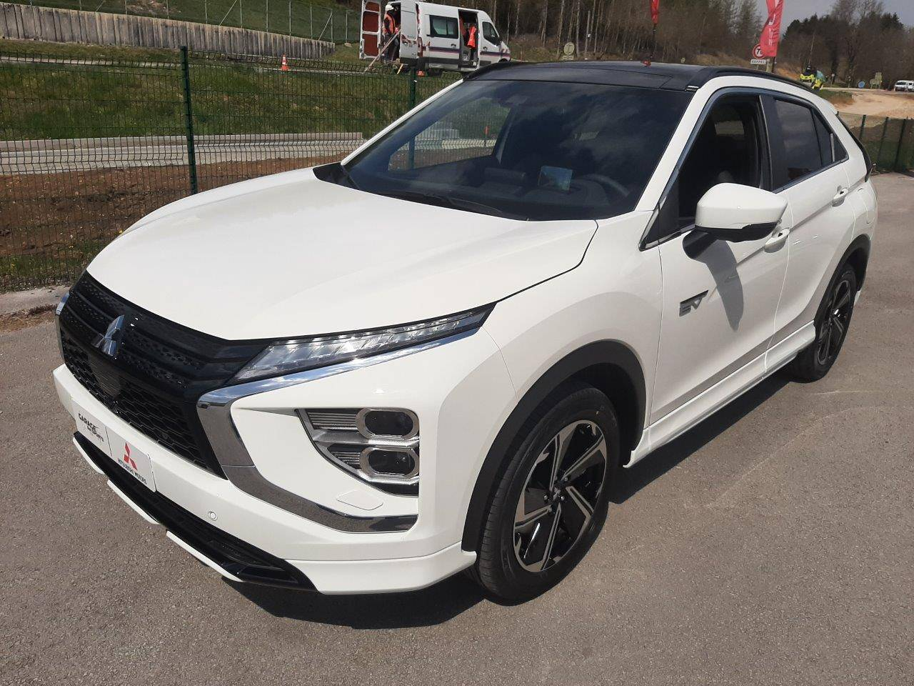 Eclipse Cross 2.4 MIVEC PHEV Twin Motor 4WD  Instyle - photo 1/68